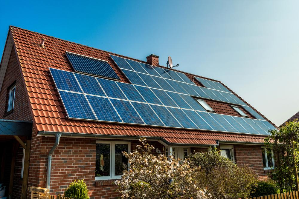 Mit einem Aufdach-Montagesystem schnell und kostengünstig zur neuen Solarstrom-Anlage